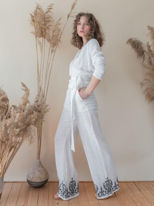 Compleu: top parte peste parte cu pantaloni cu broderie